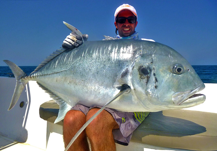 giant-trevally_popping_andaman_hots-gipang-75-rod_daiwa-expedition-reel_giacomo (1)