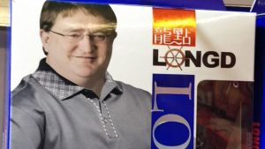 Gabe Newell, mundialmente conhecido pelos gamers de PC, é modelo de cuecas na China