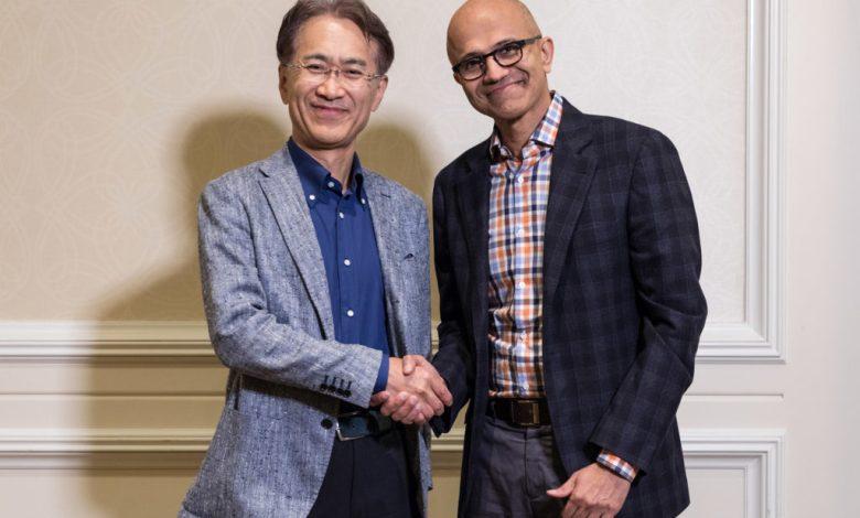 Divulkgação - Kenichiro Yoshida e Satya Nadella