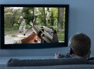Crianças que jogam games violentos são mais propensas a usar armas reais, diz pesquisa