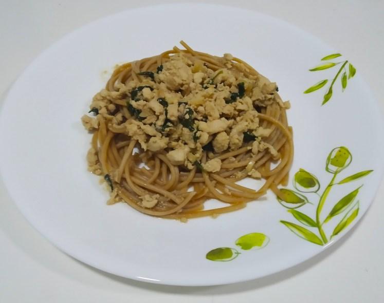 Spaghetti kaprao-Thai basil chicken
