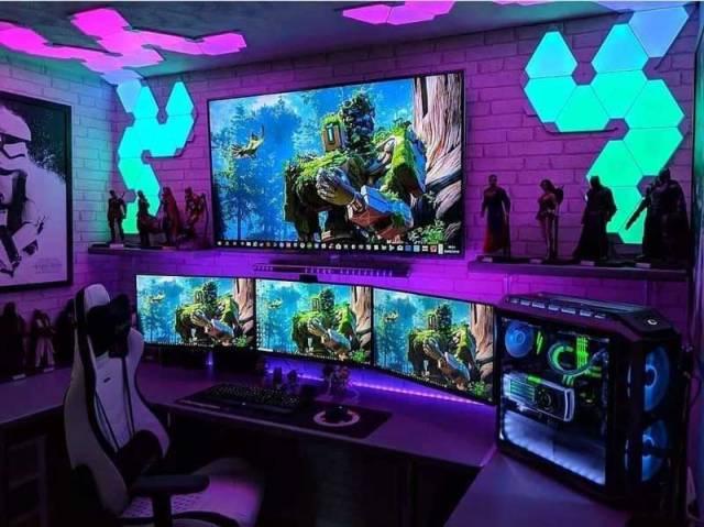 Postazione gaming PC 4 monitor