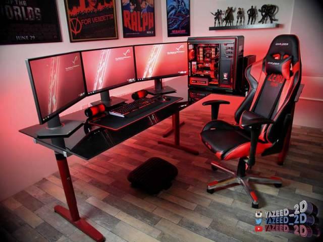 Postazione gaming tre monitor