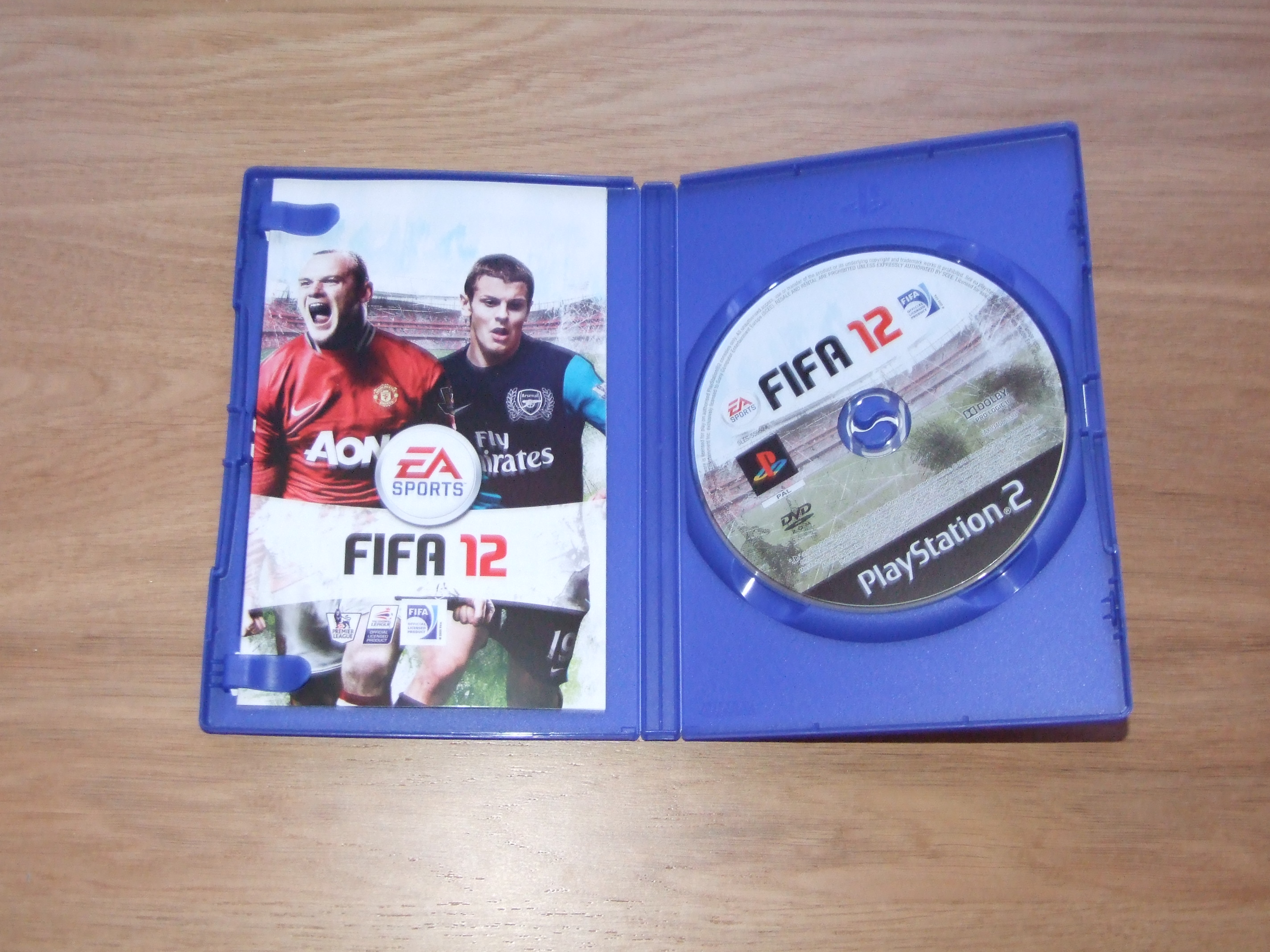 FIFA 12 [PS2] - Case - Inside