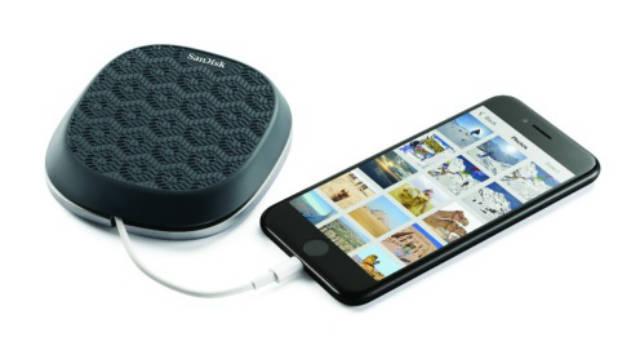 El SanDisk iXpand guarda fotos y videos mientras carga
