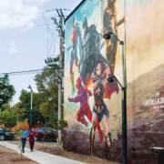 Artista crea mural de la Liga de la Justicia en la CDMX