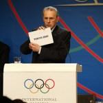 Jacques Rogge opens envelope revealing Tokyo as winner of 2020 bid