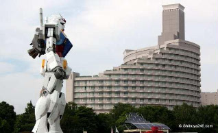 Giant Green Robot Promotes Tokyo 2016