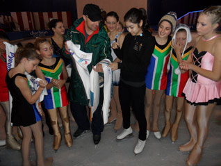 Yuna Kim skates in Durban with local athletes in support of PyeongChang 2018