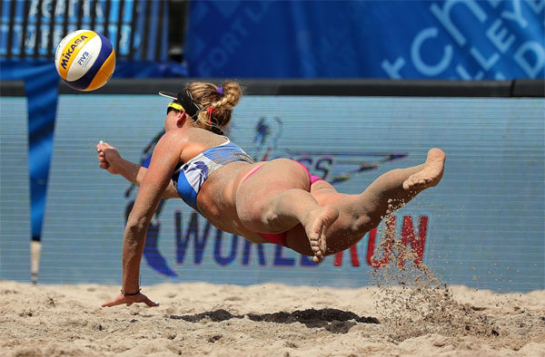American April Ross at the 2015 SWATCH FIVB World Tour Finals in Fort Lauderdale (FIVB Photo)