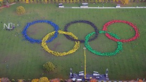"Hamburg 2024 bid opponents interject a ""NO"" adjacent to the human Olympic ring emblem (Photo from Twitter)"