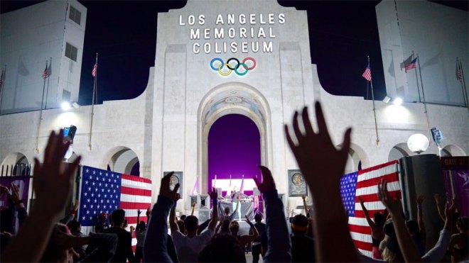 LA 2024 Olympic bid supporters rally at Los Angeles Memorial Coliseum to launch international campaign February 2, 2017 (USOC Photo)