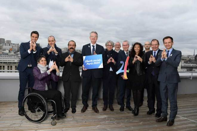 Tony Estanguet, Bernard Lapasset and the five leaders of the trade unions who are supporting Paris' candidature for the 2024 Olympic and Paralympic Games along with Paris Mayor Anne Hidalgo and Emmanuelle Assmann, President of the French Paralympic and Sports Committee (Paris 2024 Photo)