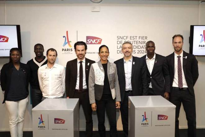 Paris 2024 Chief Executive Etienne Thobois and Mathias Vicherat, SNCF Deputy Chief Executive seal partnership (Paris 2024 Photo)