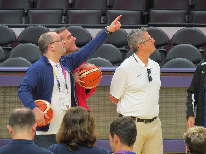 IOC Evaluation Commission Chair Patrick Baumann (left) along with LA Mayor Erci Garcetti and LA 2024 Chief Casey Wasserman (right) practice basketball at Staples Centre in Los Angeles (GamesBids Photo)