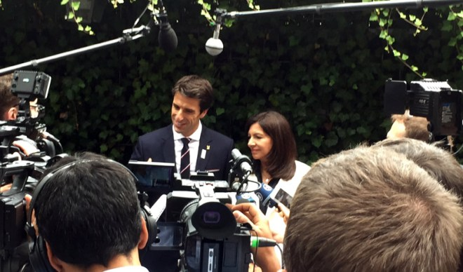 Paris Mayor Anne Hidalgo (right) and Paris 2024 Co-Chair Tony Estanguet speak to French Press at Lausanne Palace Hotel (GamesBids Photo)