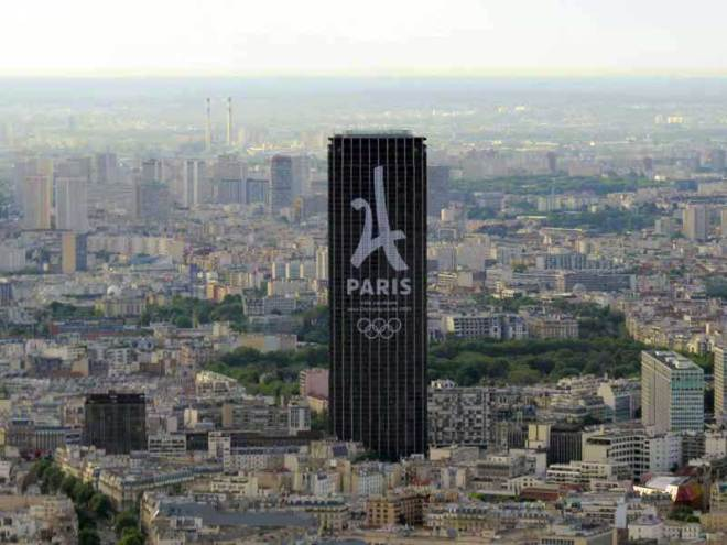 Paris 2024 Olympic bid, also prepared under the Agenda 2020 umbrella, utilized giant banners to promote its campaign (GamesBids Photo)