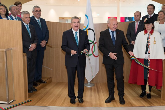 IOC President Thomas Bach and Ueli Maurer at the Olympic House to unveil a plaque and cut a ribbon during the inauguration of the Olympic House June 23, 2019 (IOC Photo)