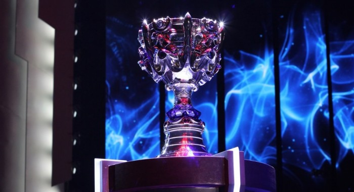 league-of-legends-world-championship-trophy-700x380