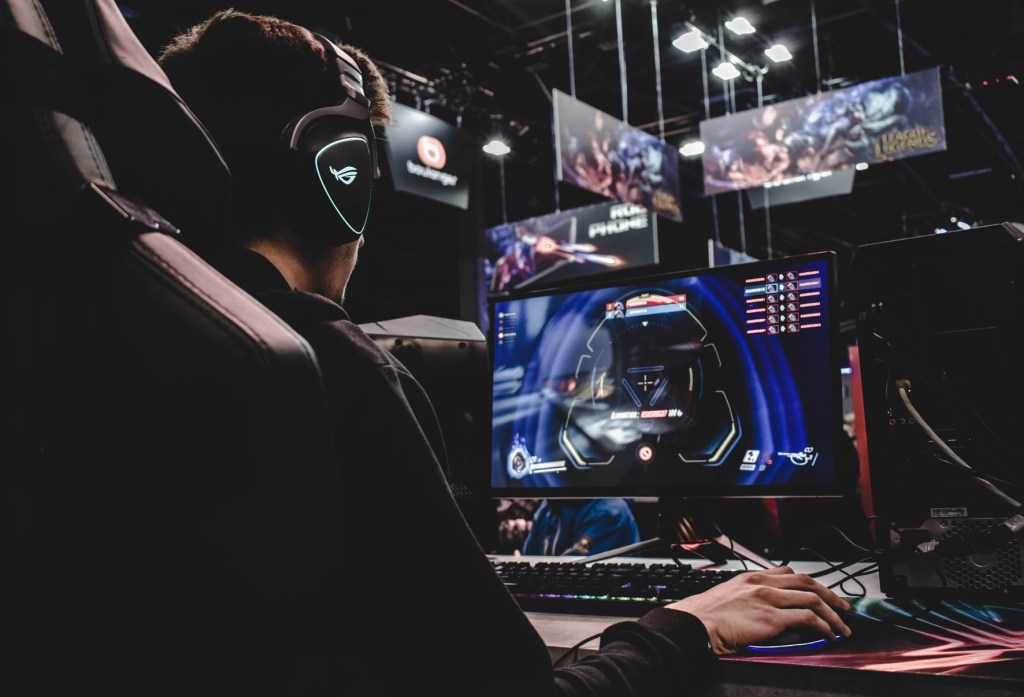 Create GamePlay Guides and Tutorials How To Make Money Playing Video Games - GamePlay on a Gaming PC - Game Streaming Tutorial Playing Competition Online