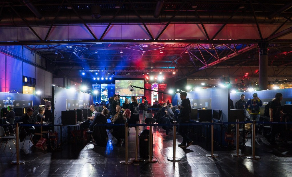 How To Make Money Playing Video Games -  Win Tournaments and Acquire Sponsorships - Performance City Competition Tournament E-Sports Competition