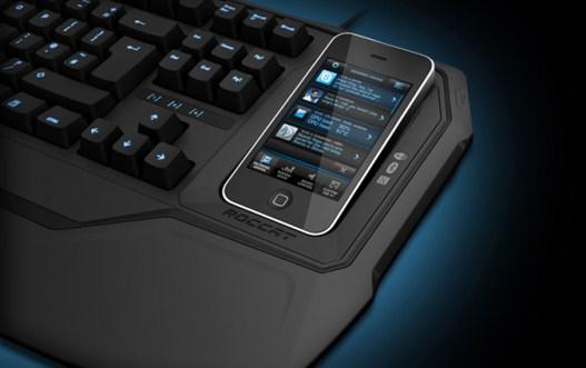 Phobo mit Smartphone. (Foto: ROCCAT)