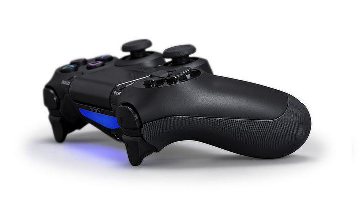 Den DualShock 4 der PS4 könnt ihr auch einsetzen. (Foto: Sony)
