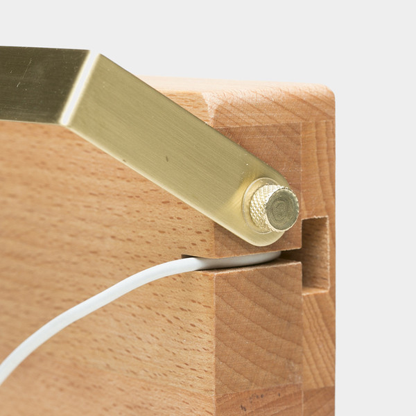 Einbuchtung für ein Ladekabel (Foto: coolmaterial.com)