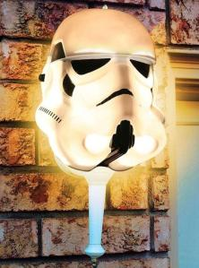 Star Wars Stormtrooper Porch Light Cover (Foto: halloweencostumes.com)