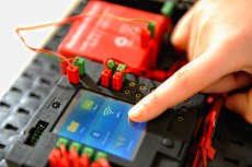 Mit einem mächtigen Mikrocontroller und Touchscreen. (Foto: fischertechnik)
