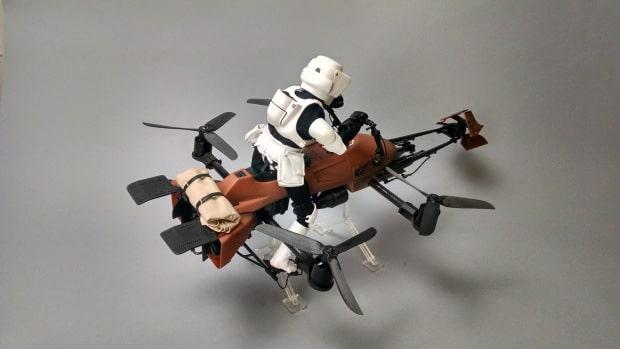 Hier wird deutlich: Es ist ein Quadrocopter. (Foto: Adam Woodworth)