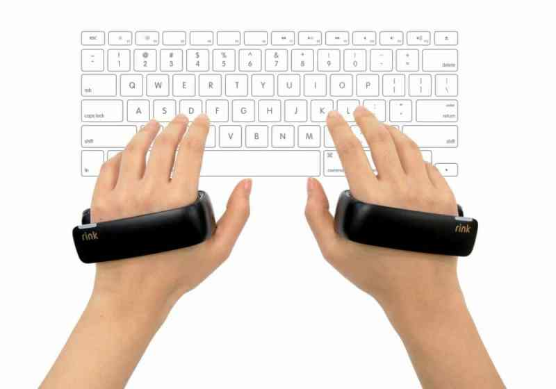 Für jede Hand ein Controller. (Foto: Samsung)