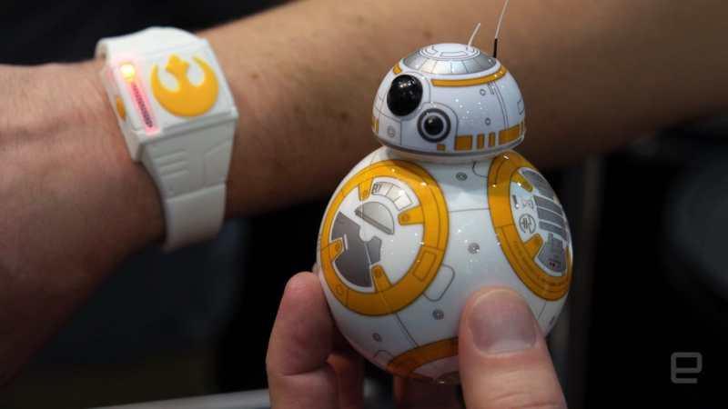 Das Armband für den Sphero BB-8. (Foto: Engadget)