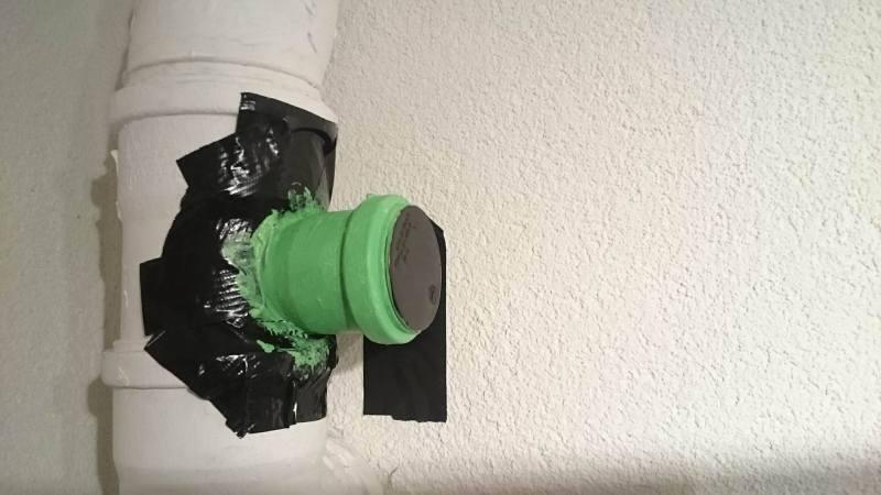 Mit Klebeband geschützt, damit es nicht zu einer Sauerei kommt. (Foto: Michael Li / Life of Geek)