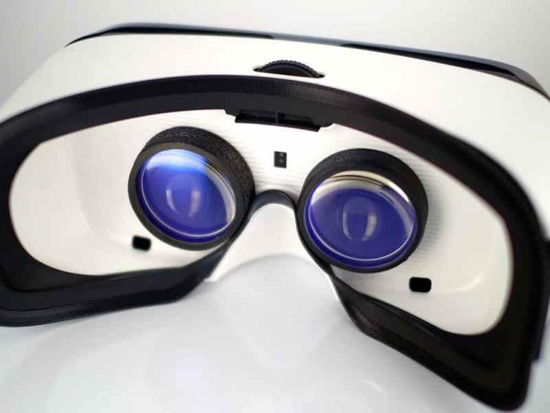 Einfach in die Gear VR eingesetzt. (Foto: VR Lens Lab)