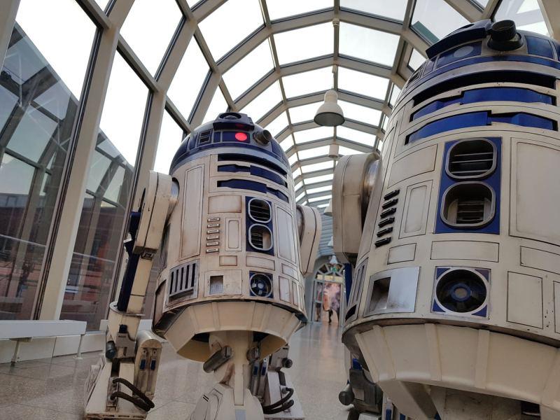 Ein R2-D2 fährt durch die Gegend. (Foto: Maker Faire Hannover / Bernd Pentrop)