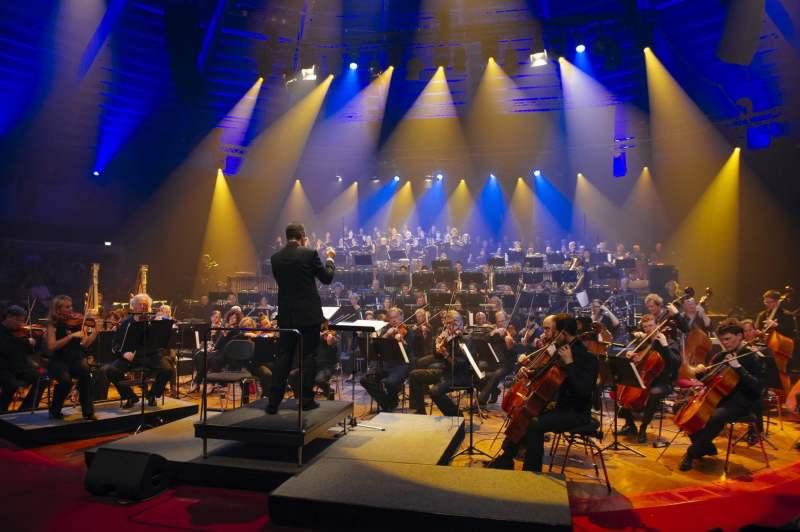 Das Münchner Rundfunkorchester spielt. (Foto: Kimmelzwinger / BR)