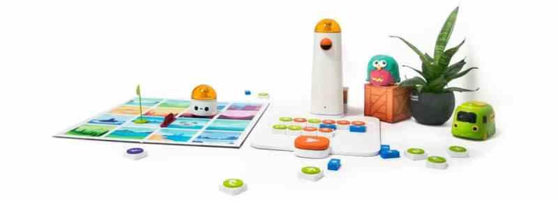 Turm, Bot, Spielfeld und Blöcke. (Foto: MatataLab)