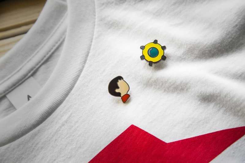 Harmlose Inhalte, zum Beispiel diese Pins, fehlen sicher nicht. (Foto: iam8bit)