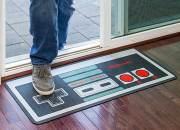 NES Controller Flurmatte: Tretet euch auf dem Gamepad ab