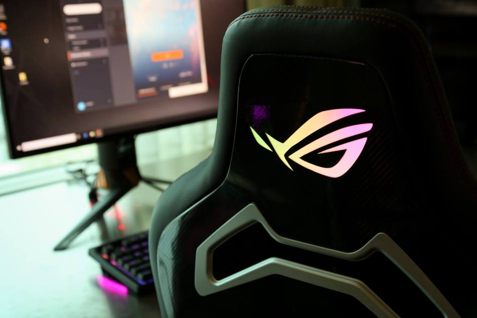 Brilliant Asus Rog Chariot Gaming Chair Packed With Rgb Lighting Unemploymentrelief Wooden Chair Designs For Living Room Unemploymentrelieforg