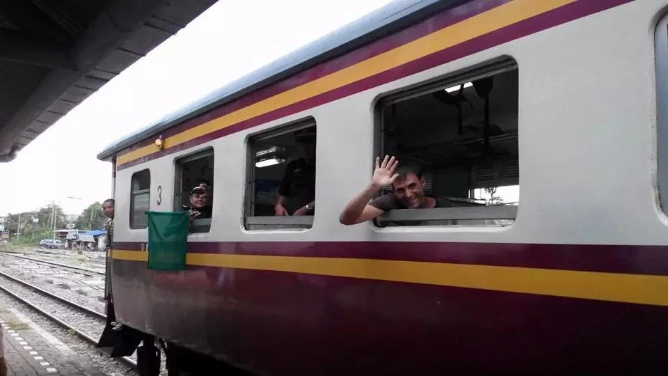 Travel Thailand in a low budget. By train.