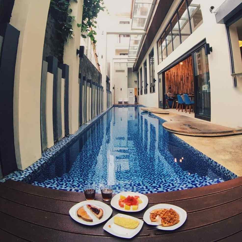 getaway from Manila where to sleep: Ferra Hotel