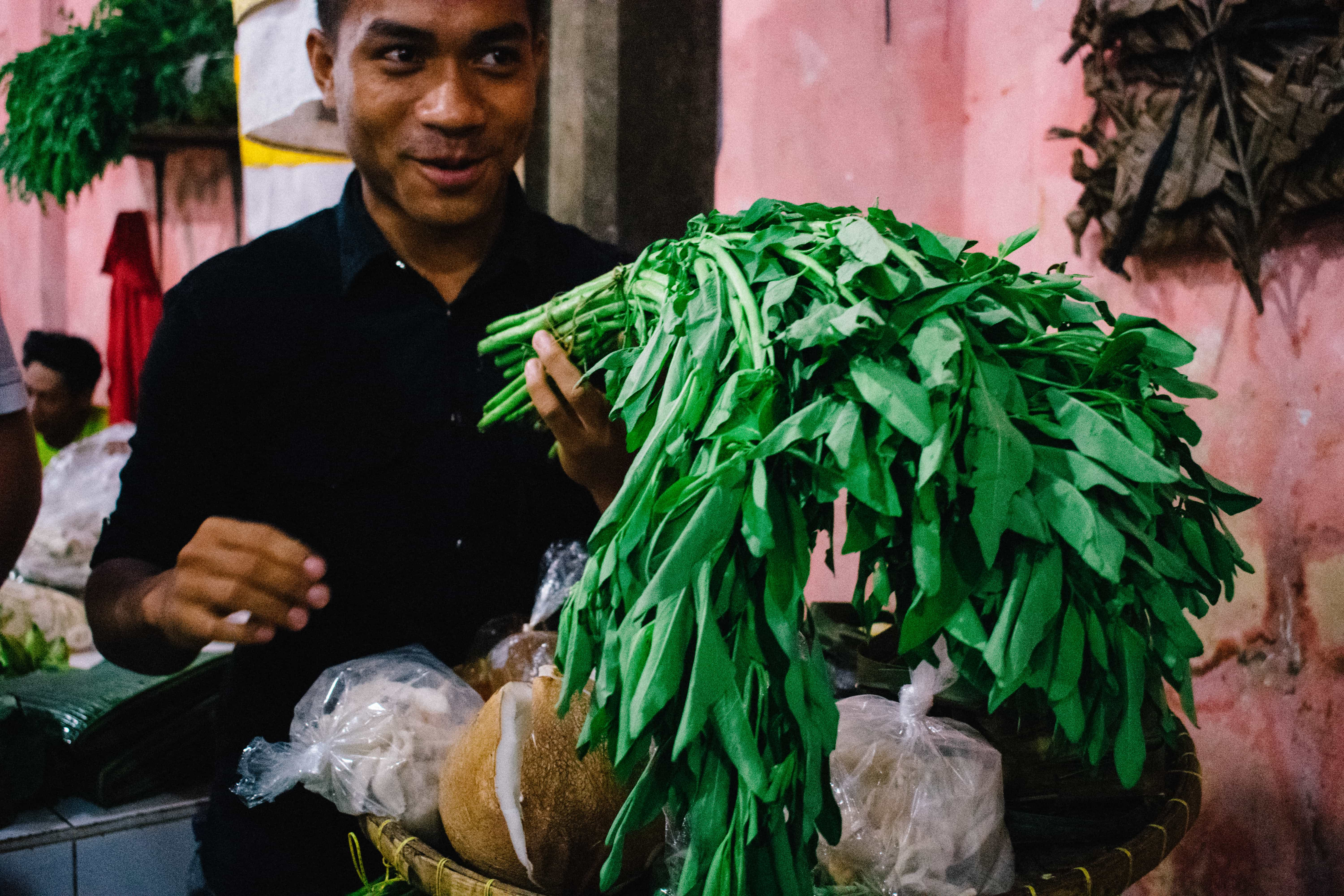 This is our local guide, Putra, who walked us around the local Kuta market and introduce us to local Balinese food ingredients.
