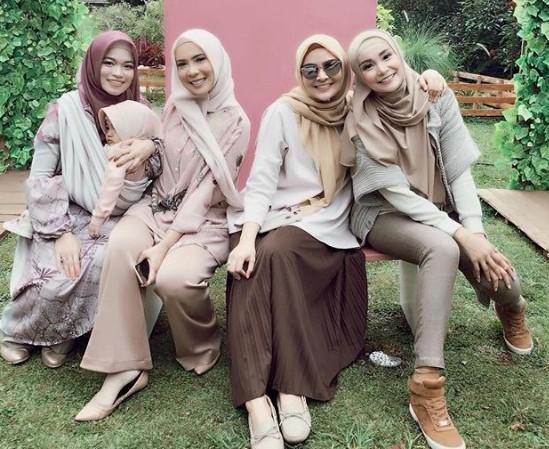 17 Model Baju Muslim Terbaru 2019