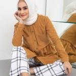 12 Padu Padan Modis Plaid Pants untuk Para Hijabers