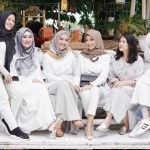 22 Padu Padan Modis Baju Muslim Warna Putih