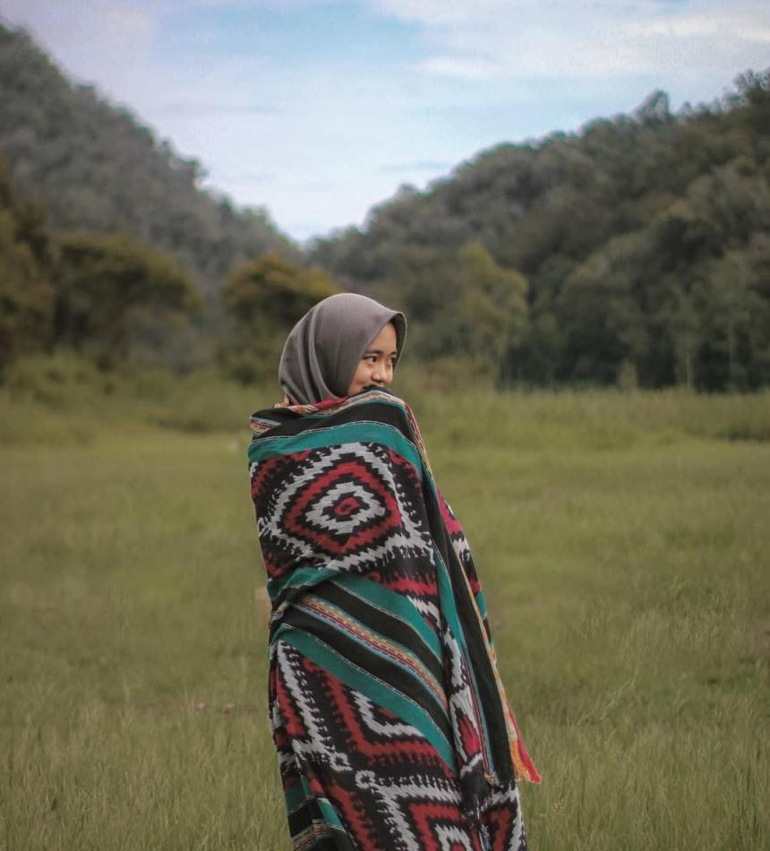 12 Padu Padan Stylish Mengenakan Baju Muslim Model Etnik