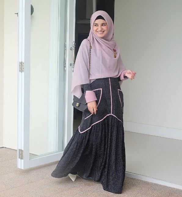 12 Model Koleksi Gamis Artis Indonesia 2019