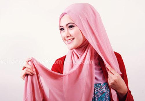 tutorial cara memakai jilbab segi empat polos cantik dan simpel 03